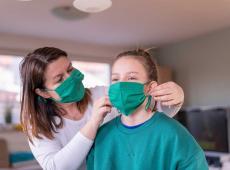 mondmasker moeder dochter