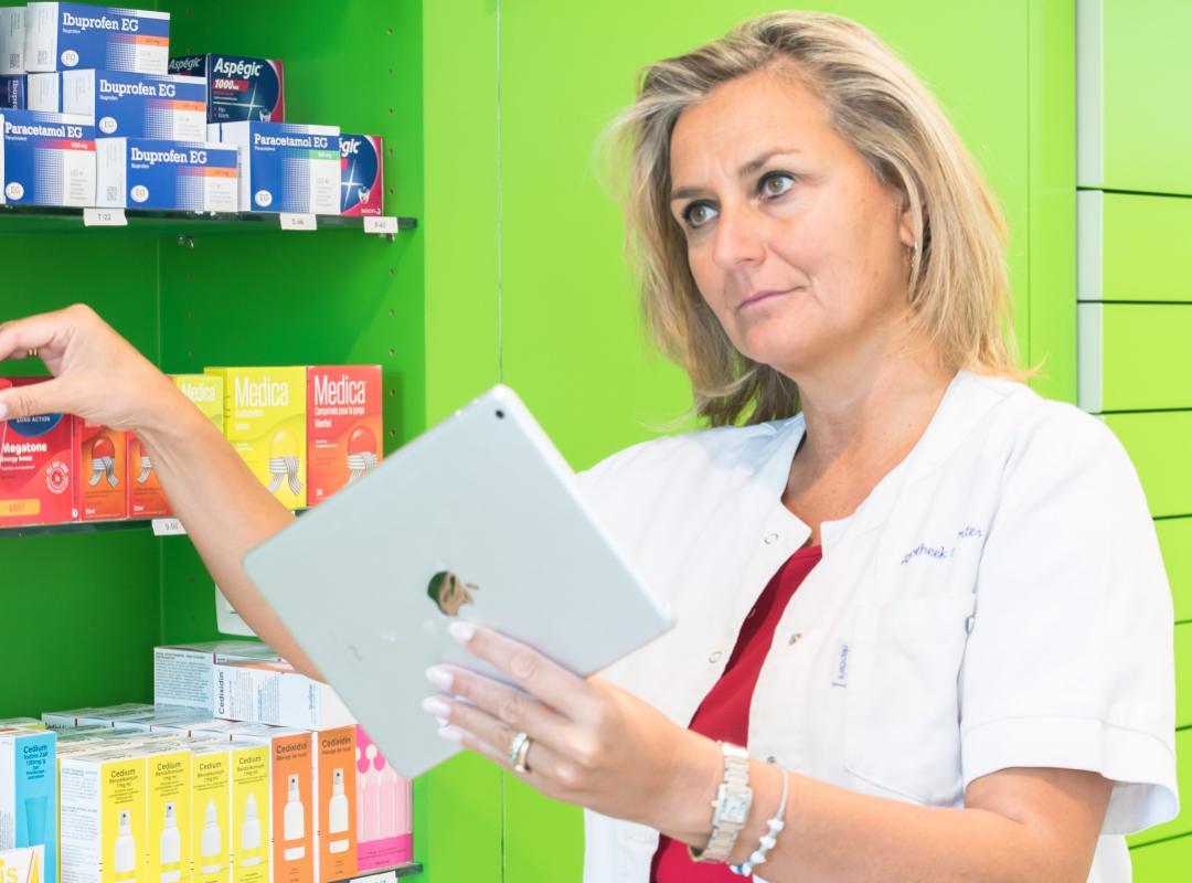 Kathleen aan het werk in apotheek